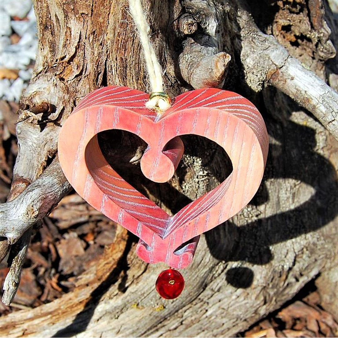 Drevené srdce zavesna dekoracia na stenu na okno