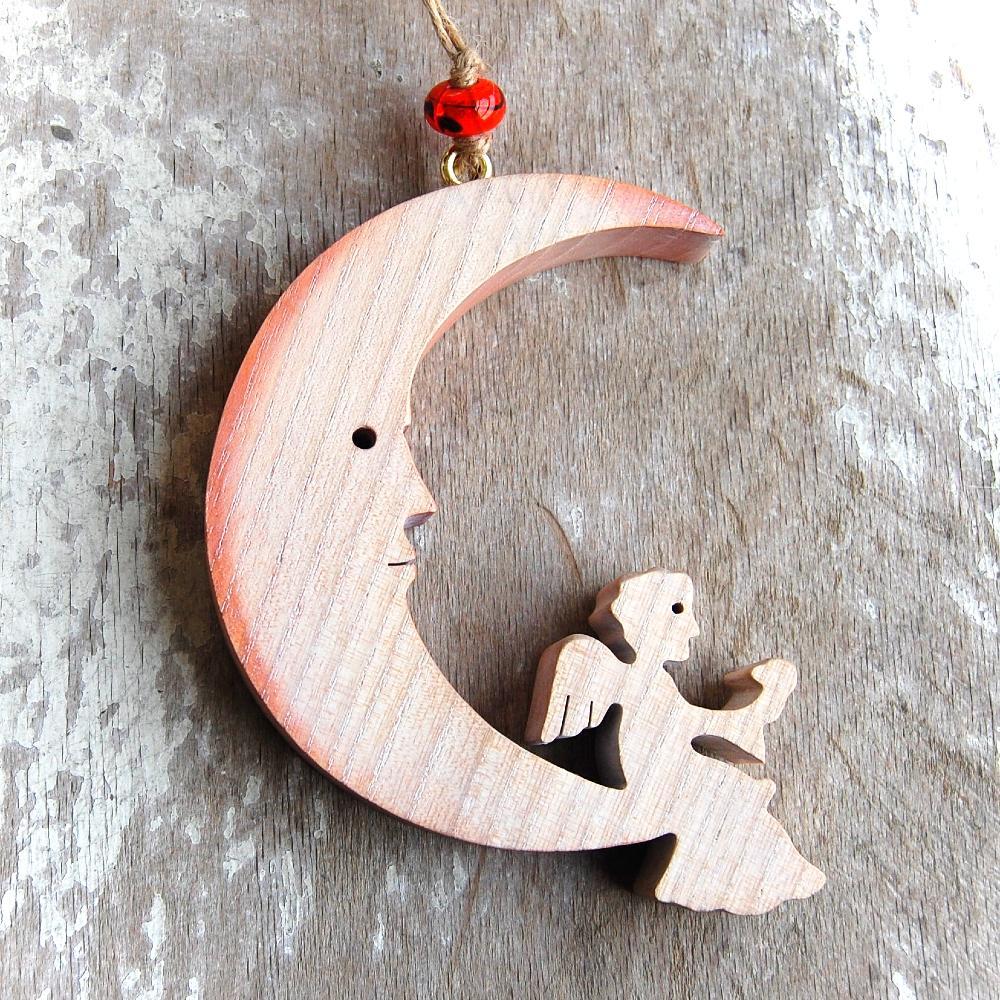 Drevený Mesiac s Anjelom -drevený mesiac-vianočná dekorácia-závesný drevený mesiac s anjelom-dekorácia pre deti