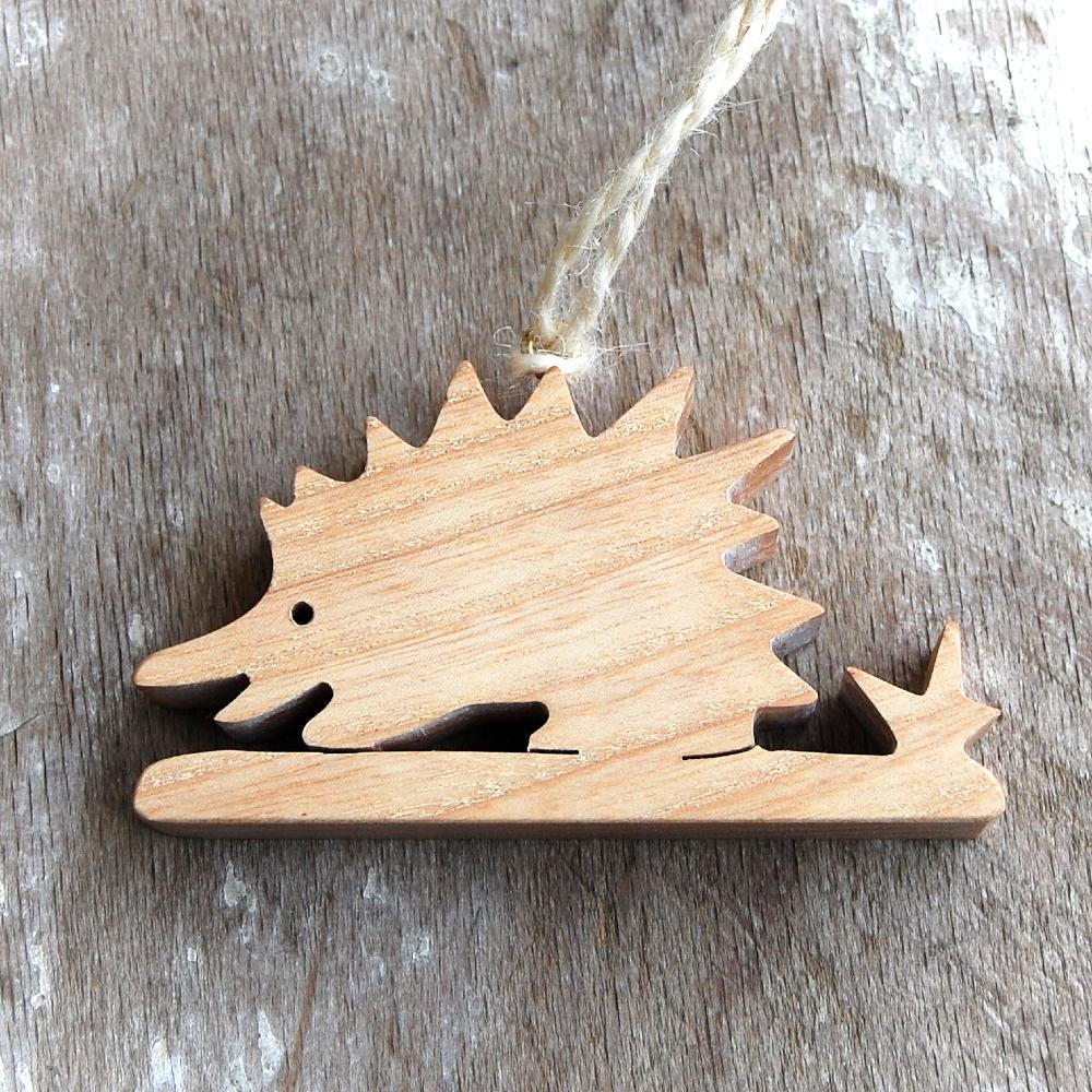 Drevený Ježko-drevená dekorácia ježko -závesná dekorácia ježko