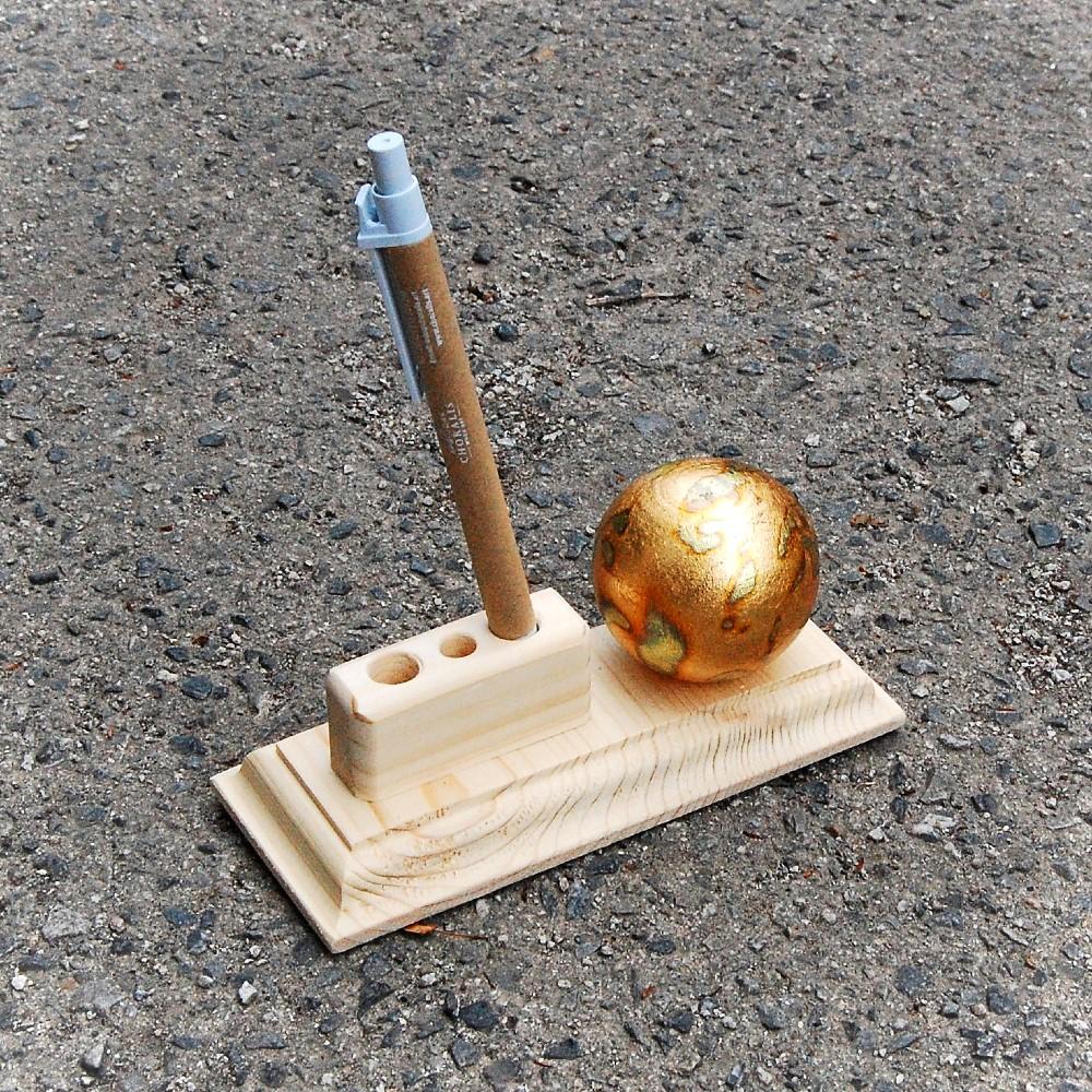 Golden Globe Pen Holder2